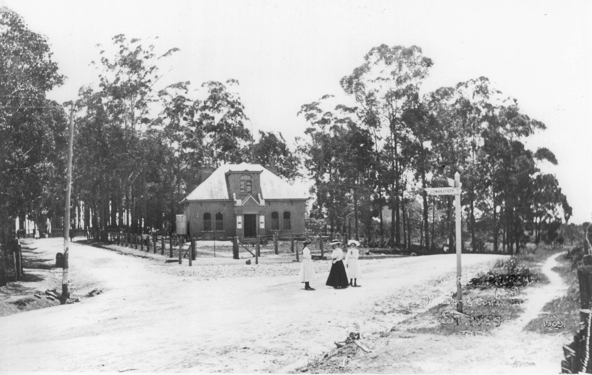 70fb4baf5 The corner of Pittwater Road (now Mona Vale Road) and Cowan Road